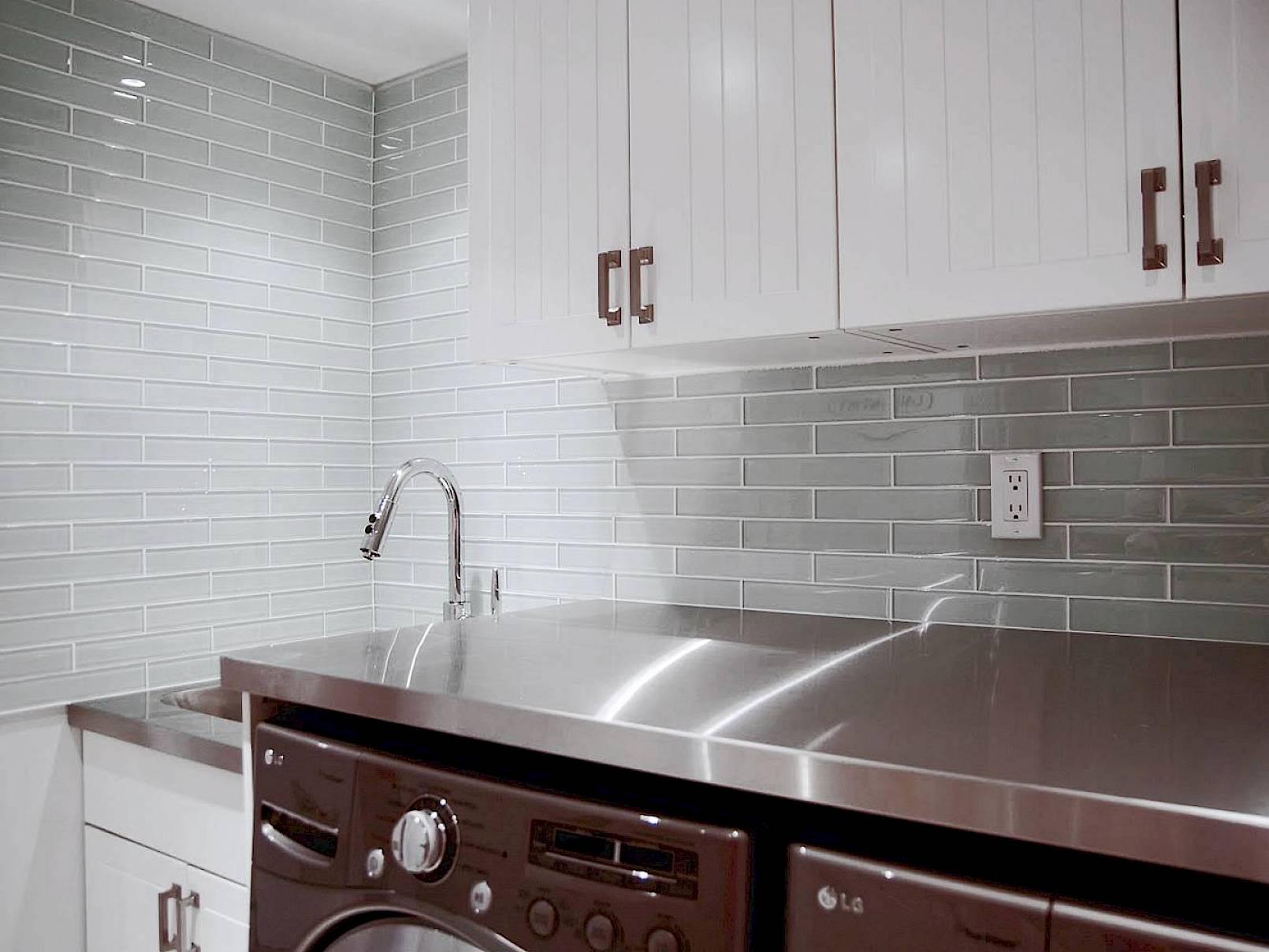 centura miki glass tile  dynasty bathrooms
