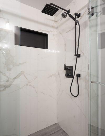 NIAKWA MAIN BATHROOM After